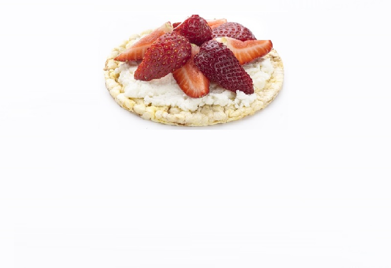 CORN THINS slices with cottage cheese & strawberries for breakfast