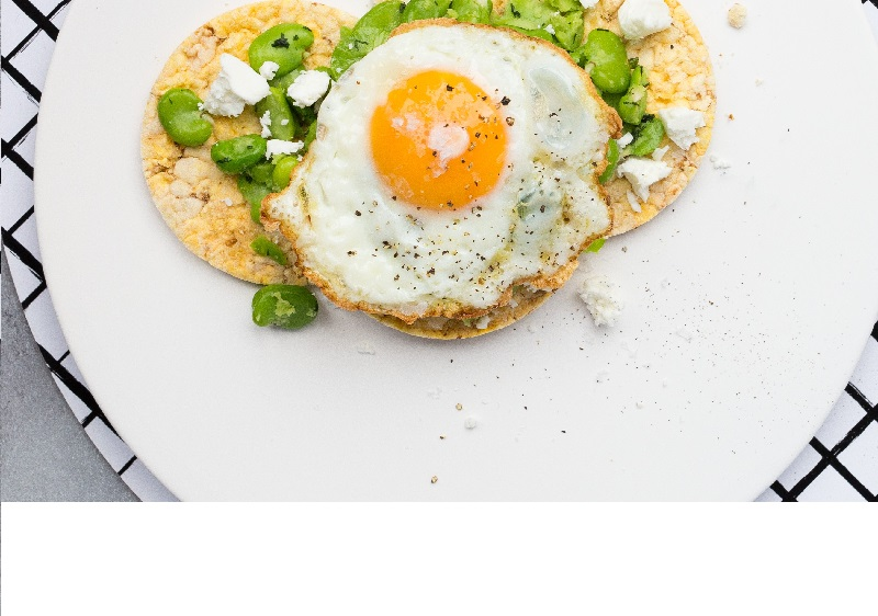 Broad bean, feta & Fried Egg on CORN THINS, #realfoodscornthins