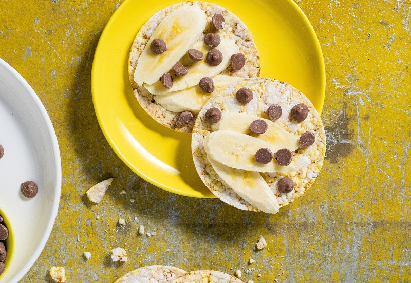 Sliced banana & choc chips on CORN THINS