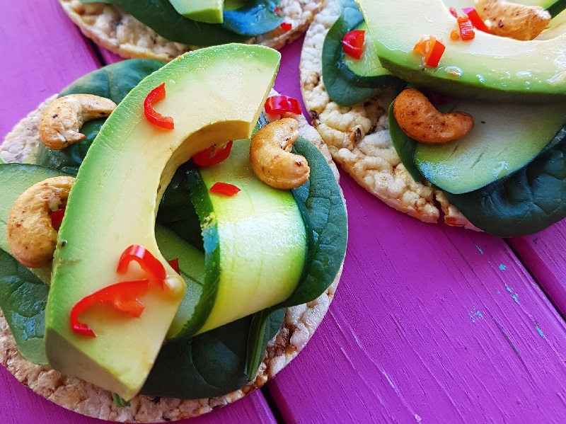 CORN THINS slices with avocado, cashews, spinach leaves, zucchini & chilli