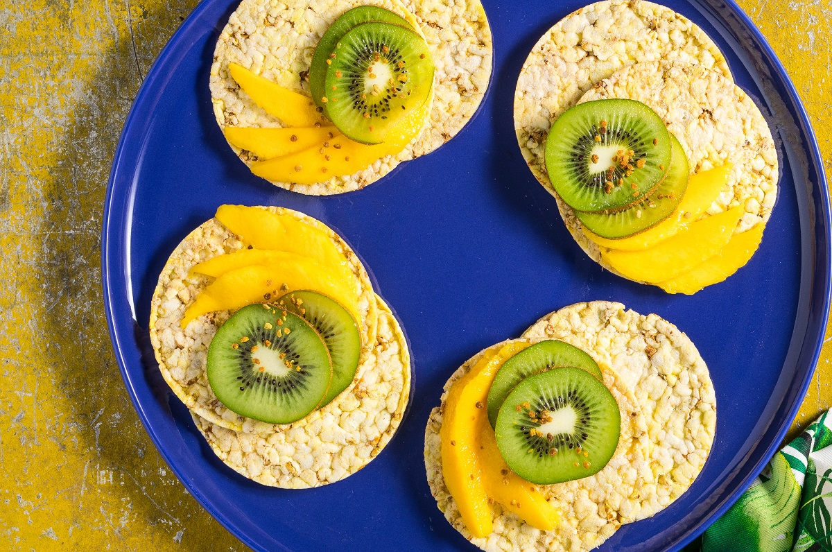 Mango & Kiwi fruit on CORN THINS slices